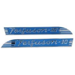 Embleme laterales de capot tracteur Massey-Ferguson 181709M1